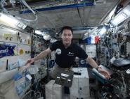 Thomas Pesquet avec la blob box à bord de l'ISS