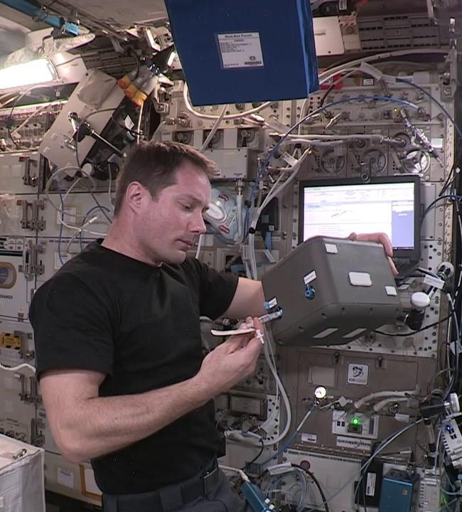 #ElèveTonBlob : Hydratation des sclérotes à bord de l'ISS